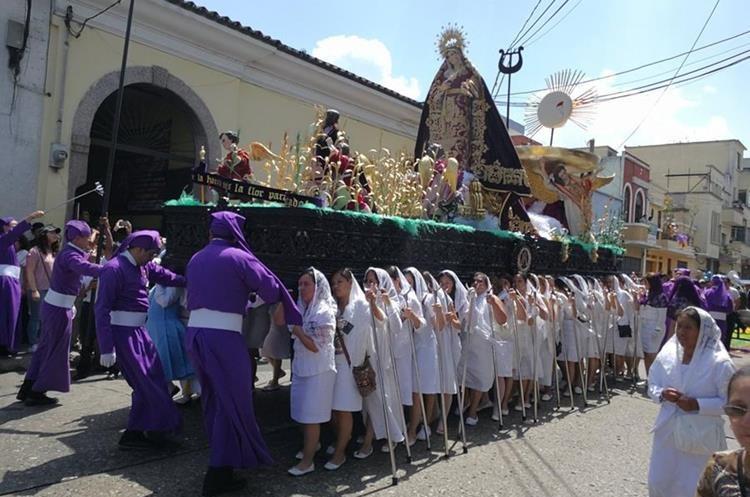La imagen de la Virgen María acompaña el cortejo procesional de Jesús de Las Tres Gracias. (Foto Prensa Libre: Oscar García).