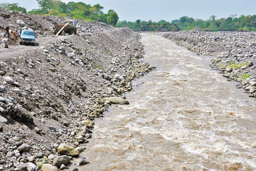Los ríos de la costa Sur se encuentran en peligro de desaparecer debido a que personas extraen piedra y arena de los cauces del río Samalá.