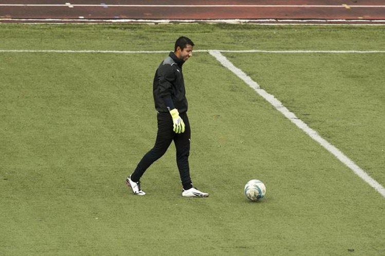 Juan José Paredes durante el entrenamiento de este miércoles en el estadio Cementos Progreso. (Foto Prensa Libre: Norvin Mendoza)