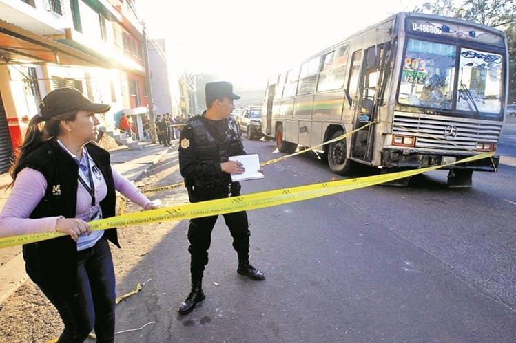 La Defensoría de los Usuarios del Transporte Público ha exigido al Gobierno acciones concretar para frenar las extorsiones. (Foto Prensa Libre: Hemeroteca PL)