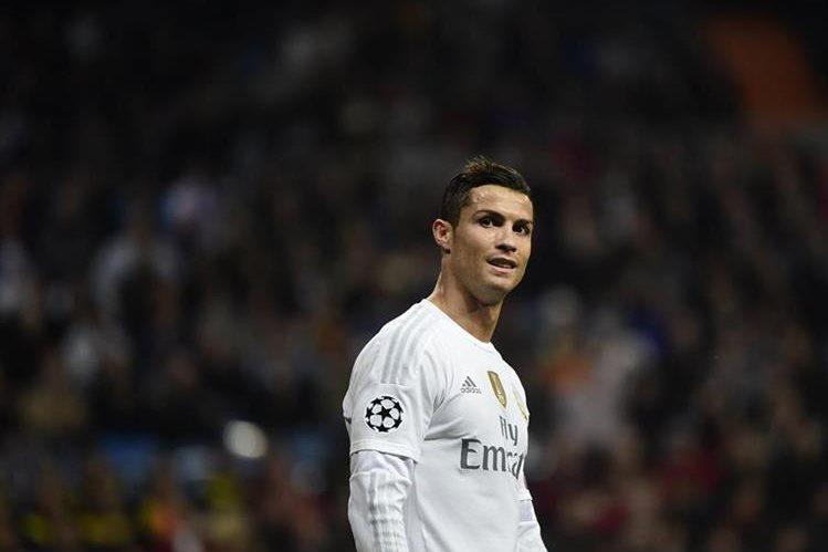 Cristiano Ronaldo ha vivido un año de ensueño en su carrera: ganó la Champions y el Mundial de Clubes con el Real Madrid, la Eurocopa con Portugual y el Balón de Oro que otorga la revista France Football. (Foto Prensa Libre: Hemeroteca)