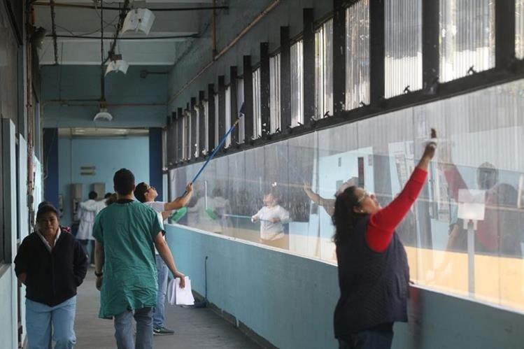 Sociedad civil atiende llamado de autoridades del Hospital General San Juan de Dios. (Foto Prensa Libre: Álvaro Interiano).