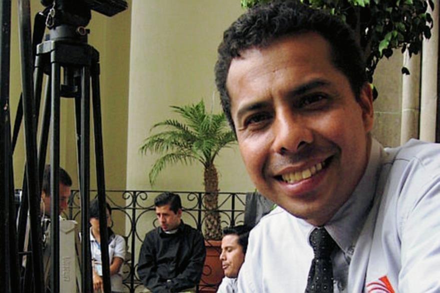 Aníbal Archila, de Noti 7, murió mientras cubría la erupción del Volcán de Pacaya. (Foto: Hemeroteca PL)