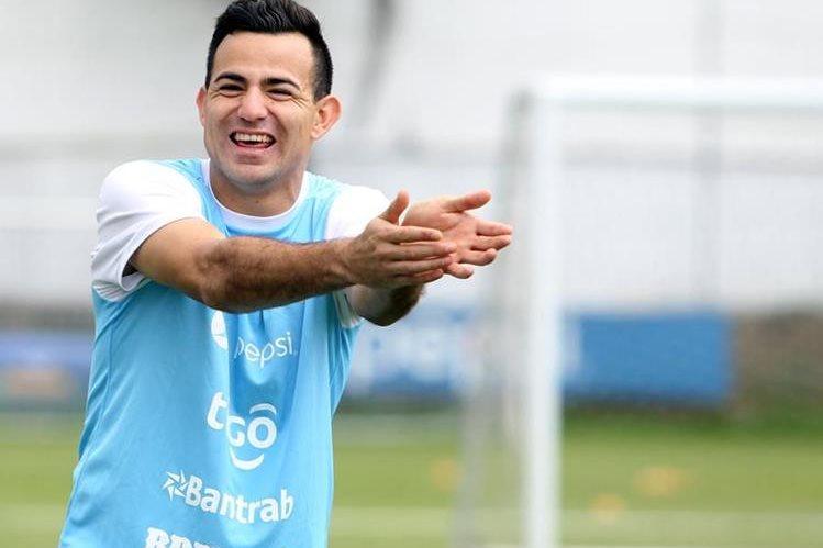 Marco Pablo Pappa presumió su entusiasmo durante el entrenamiento de ayer con la Bicolor, en el Proyecto Goal en la zona 15. (Foto Prensa Libre: Edwin Fajardo)