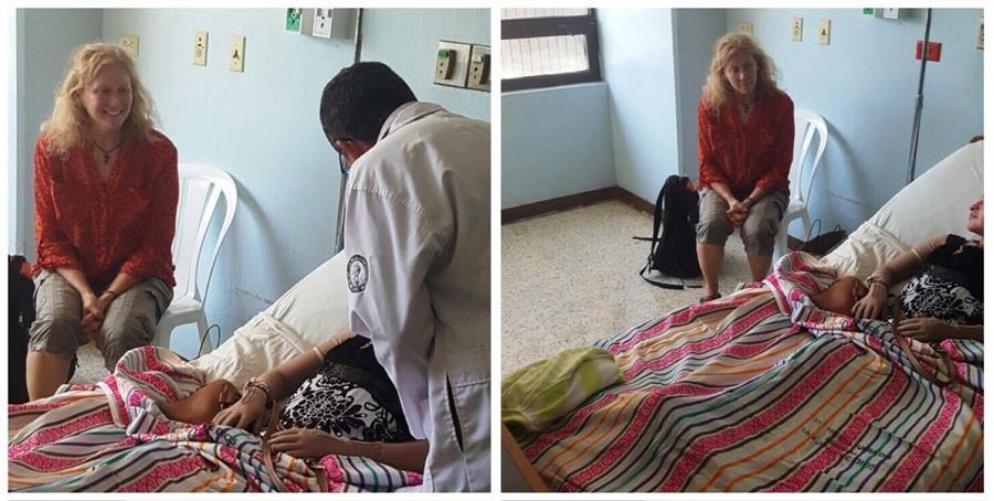 La médica, Tracy Geboury del Hospital Infantil Shriners de Cincinnati, acompaña a un víctima del Hogar Seguro. (Foto Prensa Libre: @HospigenGT)