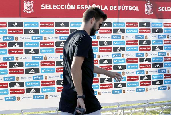 El defensa del Barcelona, Piqué, ha pedido respeto por las personas que botaron en las elecciones de Cataluña. (Foto Prensa Libre: EFE)