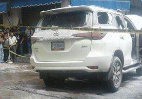 Vehículo en el que viajaba el alcalde de La Libertad, Carlos Aguirre, ultimado en La Mesilla. (Foto Prensa Libre: Cortesía)