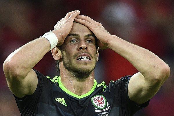 Gareth Bale se lamenta, después de que Portugal le anotara un tanto a Gales en la primera semifinal de la Eurocopa 2016 (Foto Prensa Libre: AFP)