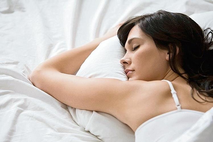 Dormir ocho horas al día contribuye a tener buena salud física y psicológica.