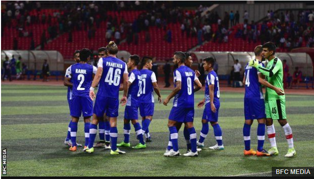 Los jugadores del Bengaluru FC celebran su paso a la final donde enfrentarán al FC Istiklol de Tayikistán. (Foto Prensa Libre: BBC Mundo)