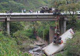 Muchos tráilers y camiones no cuentan con seguros por accidentes, según autoridades de Tránsito. (Foto Prensa Libre:Hemeroteca PL)