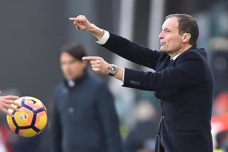 Massimiliano Allegri tiene a la Juventus de Turín en el primer lugar de la Serie A de Italia. (Foto Prensa Libre: EFE)