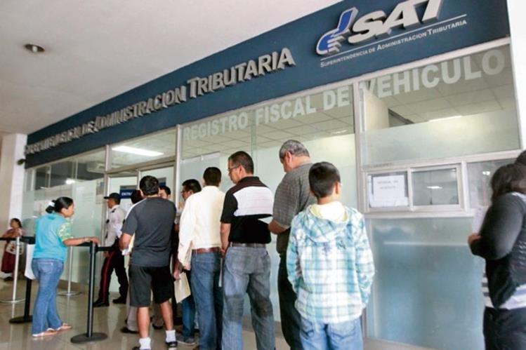 Las autoridades buscan mejorar la atención al contribuyente. (Foto Prensa Libre: Hemeroteca PL)