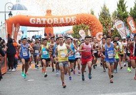 Unas dos mil 500 personas participaron en la Carrera Cayalá-Gatorade que se llevó a cabo en la zona 16 de la capital. (Foto Prensa Libre: Érick Avila)