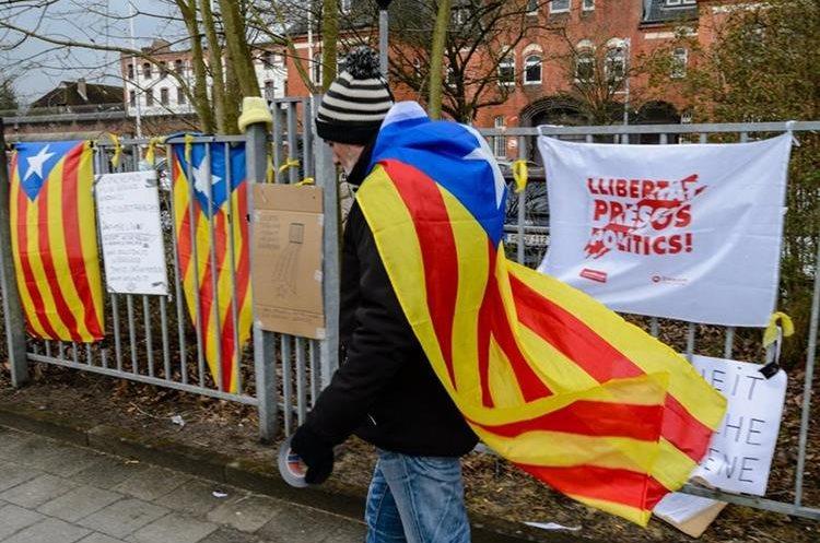 Alemania concede libertad bajo fianza a Puigdemont