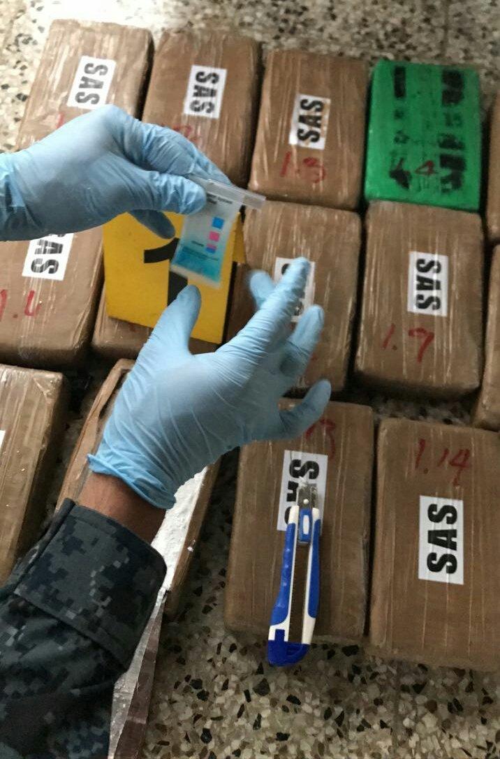 Los 580 paquetes dieron positivo a las pruebas de cocaína. (Foto Prensa Libre: MP)