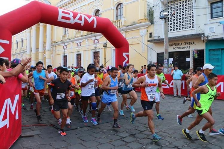 En la mediamaratón participaron unas 500 corredores de diferentes departamentos. (Foto Presan Libre: Rolando Miranda)
