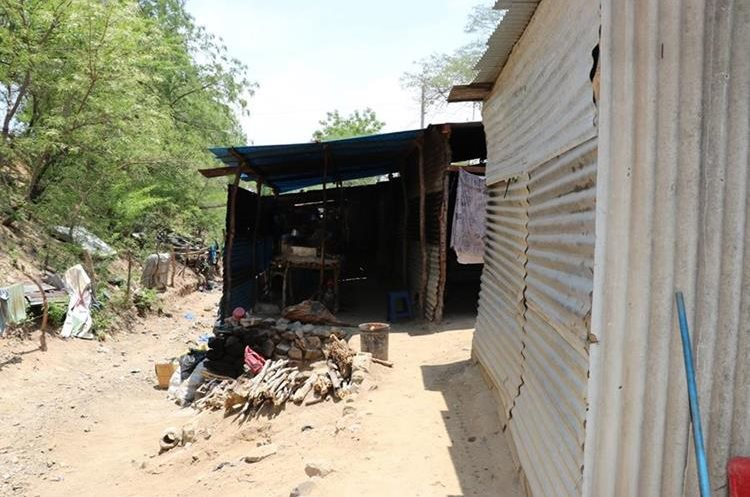 Una de las viviendas ubicadas en el sector invadido. (Foto Prensa Libre: Mario Morales).