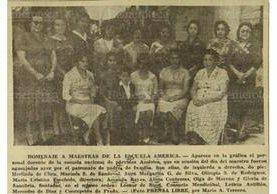 Grupo de maestras homenajeadas en 1960. (Foto: Hemeroteca PL)