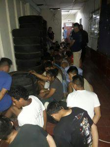 Los pandilleros están sindicados de los delitos de asesinato y organizaciones terroristas. (Foto Prensa Libre: FGR)