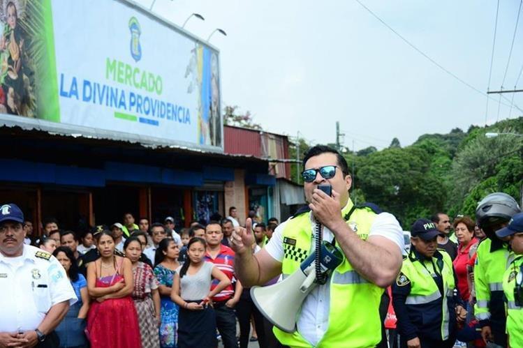 Neto Bran, alcalde de Mixco, practica el boxeo. (Foto Prensa Libre: Facebook)