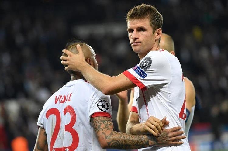 La desilusión fue total para los jugadores del Bayern Múnich que esperaban poder conseguir un mejor resultado en París. (Foto Prensa Libre: AFP)