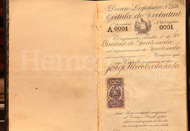 Ubico impulsó la Ley de la Cédula de Vecindad, él fue el primer vecino registrado. (Foto: Hemeroteca PL)