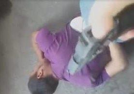 Vecinos de la zona 11 atrapan a supuesto ladrón y lo entregan a las autoridades. (Foto Prensa Libre: Facebook)
