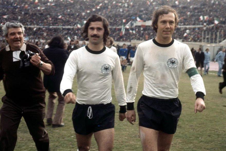 Gerd Müller y Franz Beckenbauer el día que ganaron el Campeonato de Europa en 1972. (Foto Prensa Libre: www.ligalive.net)