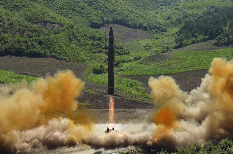 Lanzamiento de un misil balístico intercontinental de Corea del Norte. (AFP).