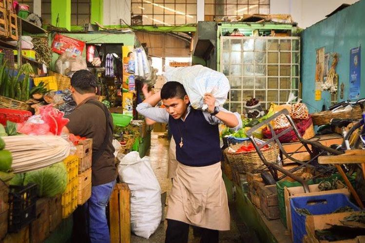 La Canasta Básica Alimentaria bajó Q3.28 en marzo. (Foto Prensa Libre: Hemeroteca)