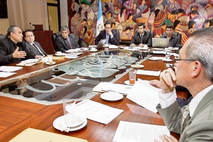 Los integrantes de la Comisión Nacional del Salario darán una recomendación después de la segunda vuelta presidencial.