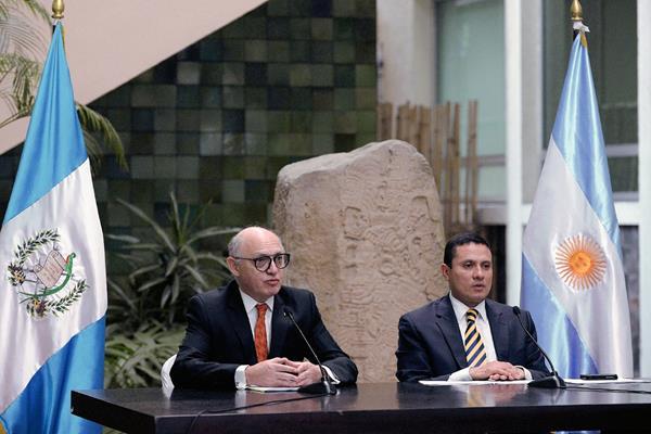 Los cancilleres Héctor Timerman y Carlos Morales hablan sobre Mercosur (PL-AFP)