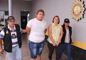 Los dos capturados en Escuintla por el crimen contra una mujer. (Foto Prensa Libre: PNC).