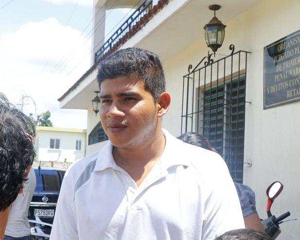 El soldado de primera clase, Guilber Josué Barrios, quedó ligado a proceso en la primera audiencia realizada en el juzgado de Primera Instancia Penal, Narcoactividad y Delito contra el Ambiente de Retalhuleu.(Foto Prensa Libre: Rolando Miranda)