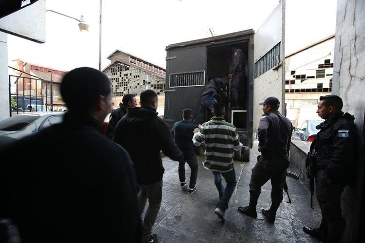 La guardianía penitenciaria trabajará en el 2018 con las mismas unidades por la falta de recursos. (Foto Prensa Libre: Paulo Raquec)