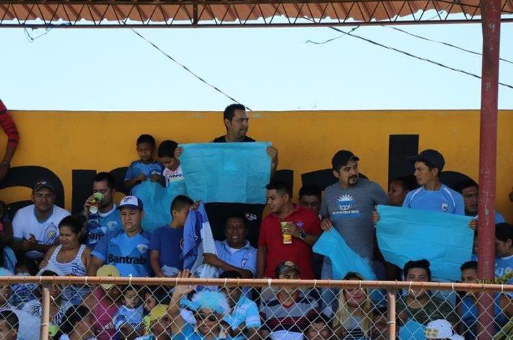 Los guatemaltecos se están uniendo para exigir que se aclare de una vez por todas la situación tan triste que vive el futbol nacional. (Foto Prensa Libre: Hugo Oliva)