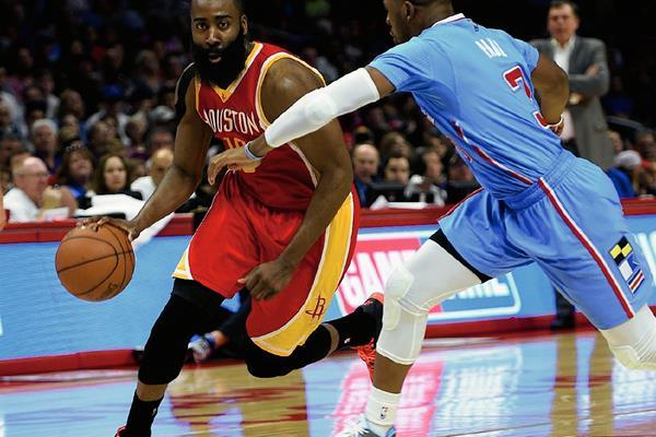 James Harden,-Derecha- promete una buena temporada con los Houston Rockets. (Foto Prensa Libre: AP)