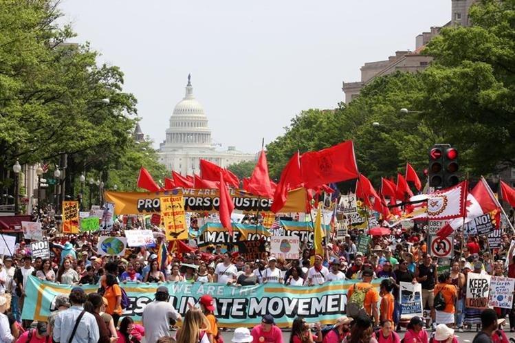 Protestas exigen a Trump respetar políticas medioambientales. (EFE)