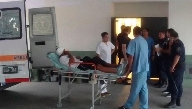 Franco Quiroz en su traslado al hospital. (Foto Prensa Libre: Twitter TyC Sports)