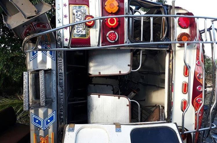 Las 12 personas fueron trasladadas al hospital regional de Escuintla.(Prensa Libre: Enrique Paredes)