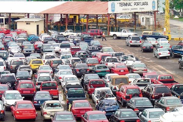 Los vehículos están almacenados en la aduana de Puerto Barrios.