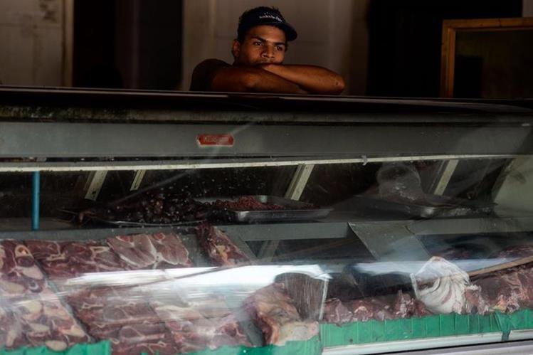 Pequeñas empresas han tenido pérdidas debido al racionamiento de cuatro horas diarias. (Foto Prensa Libre: AFP)