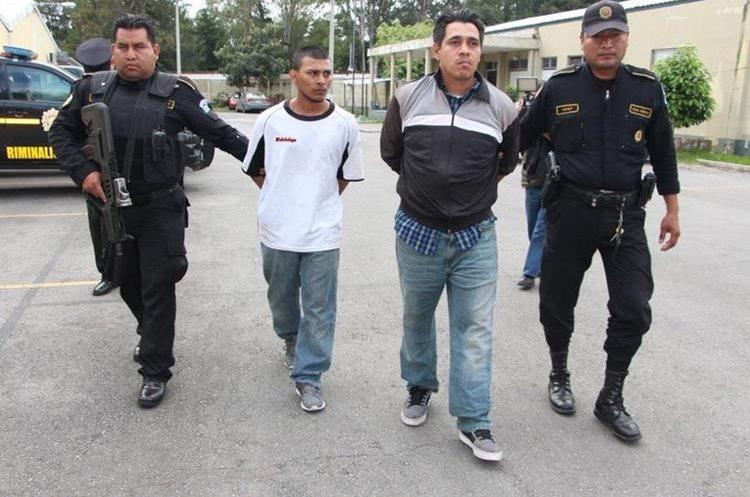 Recapturan a pandillero prófugo en el Barrio San Antonio, zona 6. (Foto Prensa Libre: PNC)
