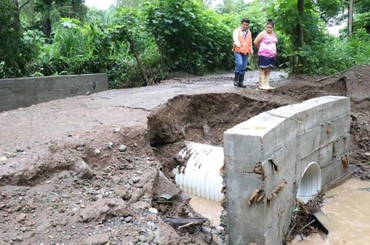 Vecinos de San José La Máquina, Suchitepéquez, resultan afectados por la lluvia de los últimos días. (Foto Prensa Libre: Cristian Soto)