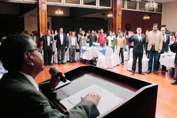 El sábado  último, en Quetzaltenango, fueron juramentadas las 120 personas que conformaran las 24 JEM. (Foto Prensa Libre: Carlos Ventura)