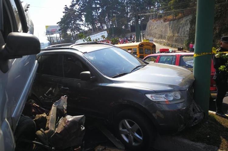 Este vehículo chocó contra un poste