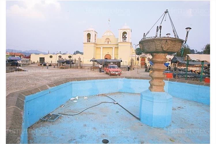 Plaza central de San Martín Jilotepeque, Chimaltenango, que resurgió luego del terremoto de 1976. (Foto: Hemeroteca PL)