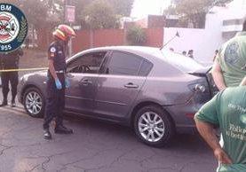 Vehículo que conducía Édgar Giovanni Morales en la zona 11. Foto Prensa Libre: CBM