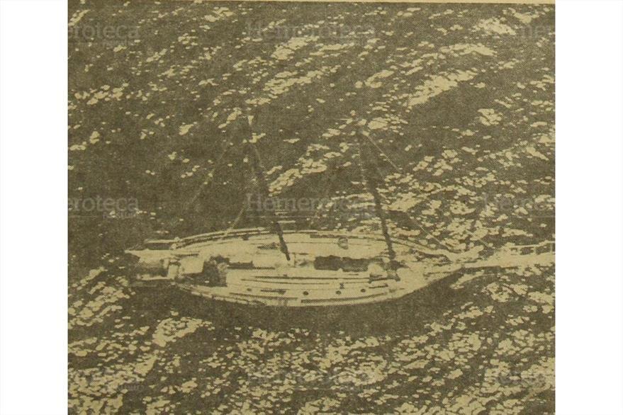 28/06/1965  El velero Rogue  donde  murió Steve Cochran la embarcación pasaba frente a Telmantepec. (Foto: Hemeroteca PL)